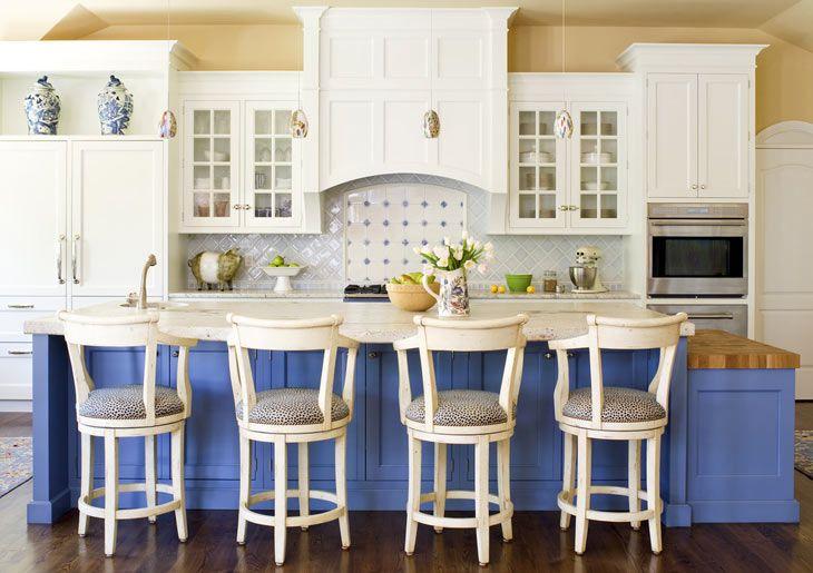 Кухня в бело-голубых тонах от дизайнера Terri Rose