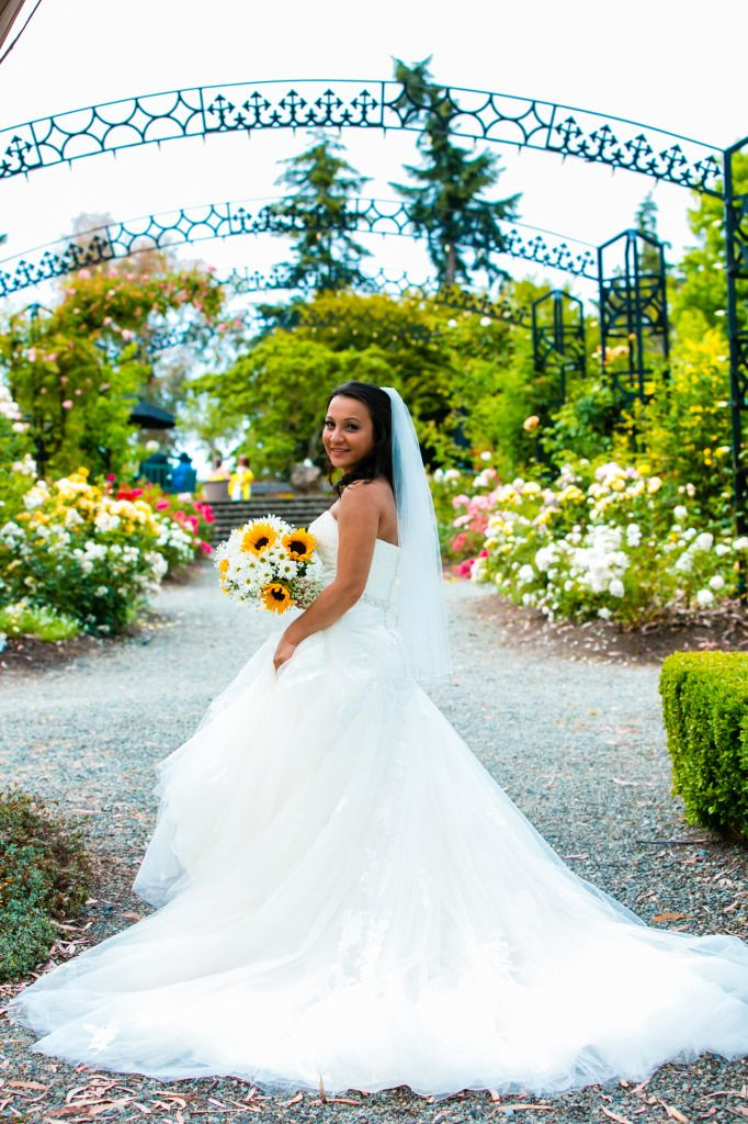 Great wedding pictures at the Gardens at HCP in Victoria BC.