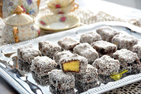 """z cukrem pudrem: """"Kudłacze"""" Lamingtony (kostki kokosowe)"""