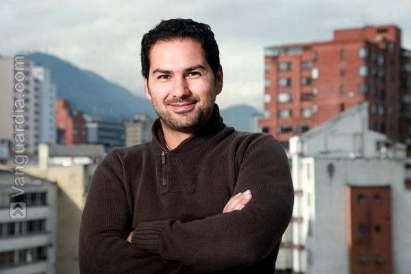 El actor bogotano dirige por primera vez una obra de teatro y es presidente de la Sociedad Colombiana de Gestión, que se rige por la Ley Fanny Mickey.   ...