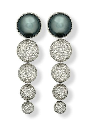 Black pearl and platinum weave earrings by Tom Rucker