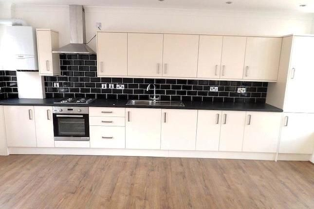 2 bed flat to rent in Turner Street, London