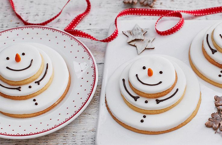 Get your kids counting down to Christmas with these delightfully cute snowmen biscuits. They will love cutting out the rounds for the body and making tiny carrot noses out of orange icing.