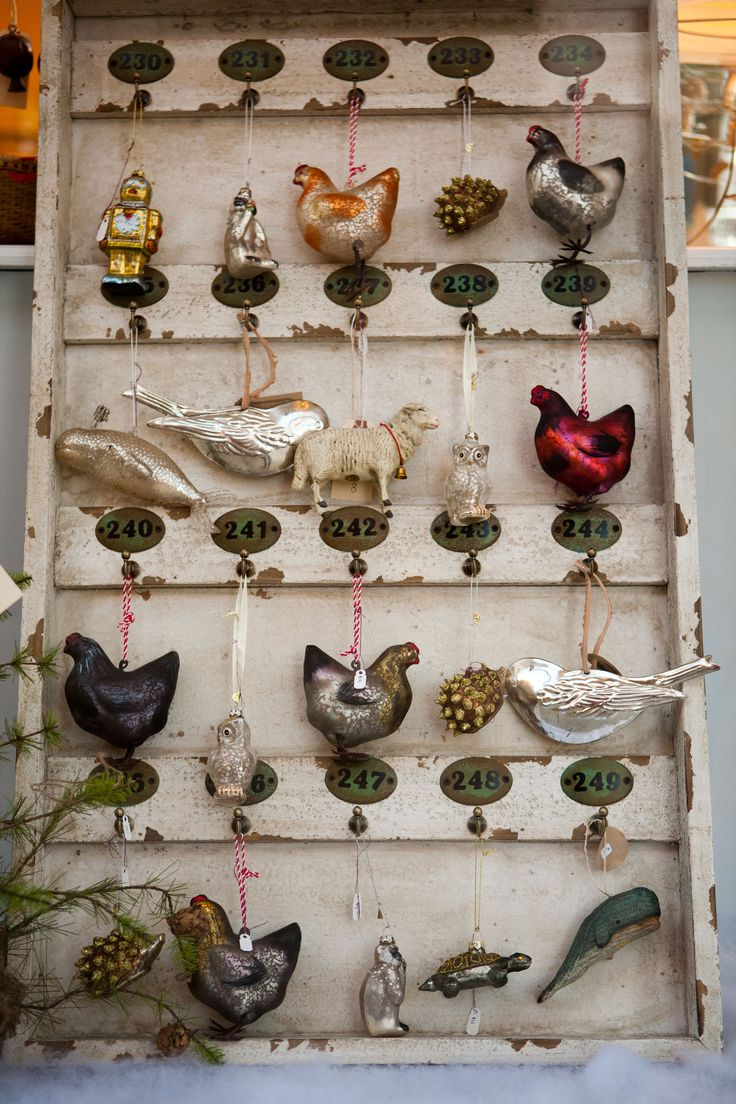 ornament display...chickens