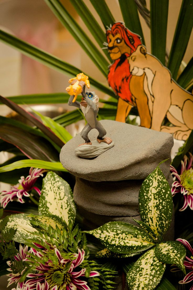 The Lion King scene for wedding table decoration