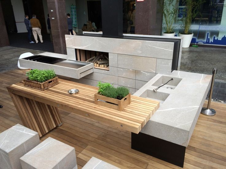 Vorschaubilder des von Milan Modulnova in Mailand präsentierten Outdoor-Küchenkonzeptes. Mit massiver Eiche & Pietra Piasentina