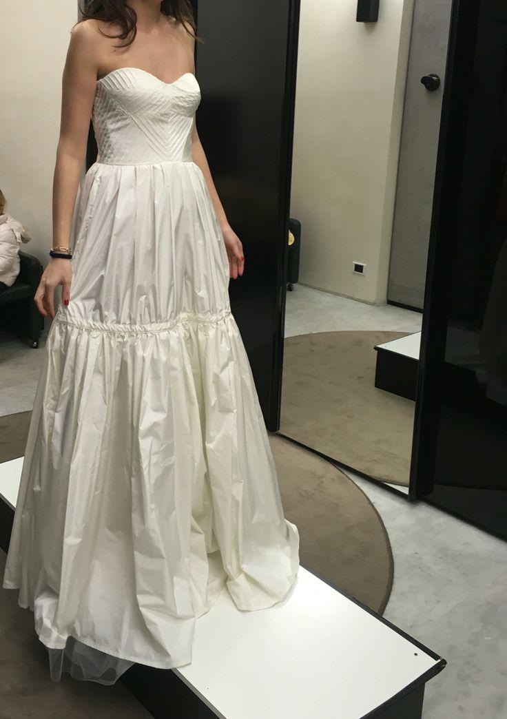 Causa annullamento matrimonio vendo abito nuovo mai usato, con ancora etichetta, di Cavalli. Stile country chic. Prezzo reale 1200. Contattami  Silvia