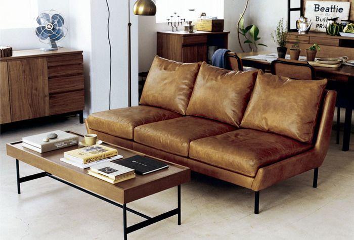 肘掛けのないソファは、ベンチのように座ったり寝たり自由自在です。気軽にレイアウトを変えられます。