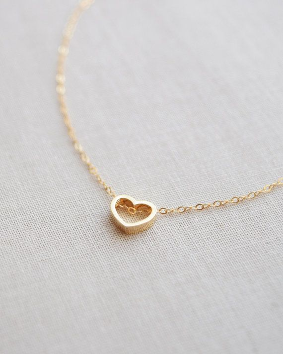 Gold Heart Outline Necklace Heart Necklace por OliveYewJewels