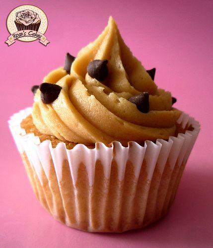 Cupcake de Vainilla con buttercream de manjar y chips de chocolate