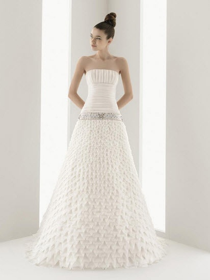 A-line Wedding Gown Strapless Straight Acorss with Elegant Ruffles Chapel Train Tulle Dress