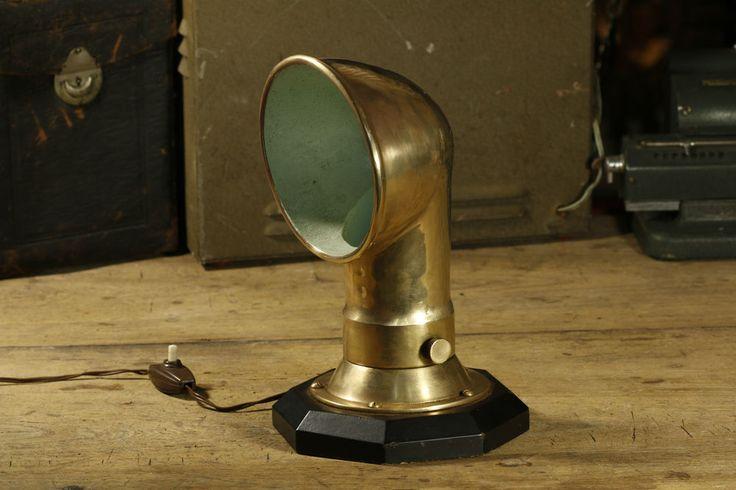SOLD > Lámpara de Latón Steampunk realizada con respiradero de barco. Años 40 - 252206716414  http://r.ebay.com/34NUt6 vía @ebay @petitsencants  #ebay #loopneo #loopneostudio #Oddities #Antiques #retro #Vintage #ecommerce #petitsencants #toys #lampara #steampunk #lamp #boat #brass