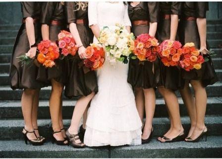 blog-brown-red: Wedding Dressses, Bridal Bouquets, Photo Ideas, Fall Colors, Wedding Ideas, Bride Maids Dresses, Bridesmaid Colors, Fall Wedding Colors, Fall Brown Bridesmaid Dresses