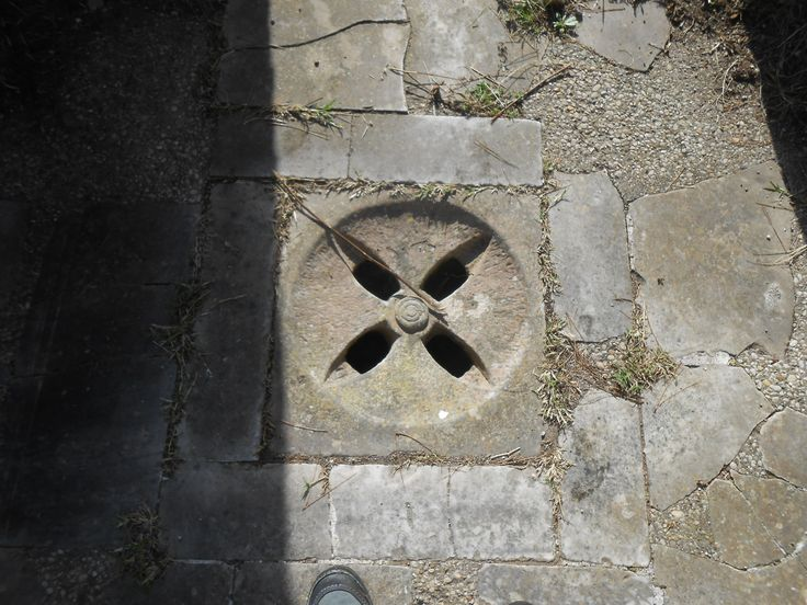 From this Bob could learn how the Romans managed the excess water. Under the stone floor there were sewers, channels for the water to flow away.