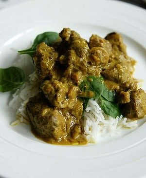 Spicy lamb curry with yoghurt and apple.