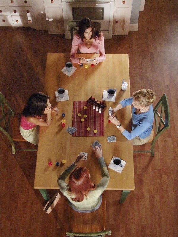 Just finished the last episode of Desperate Housewives... I hope that I have friends like these women someday. <3