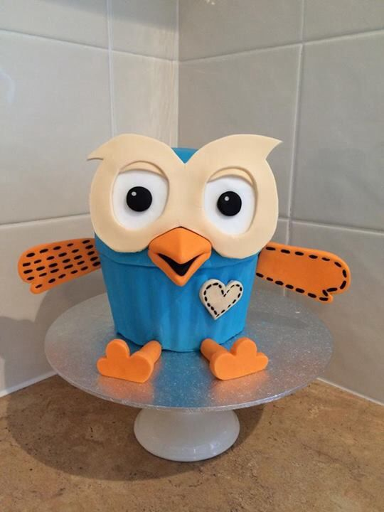 Giggle and hoot cake. Using giant cupcake mould