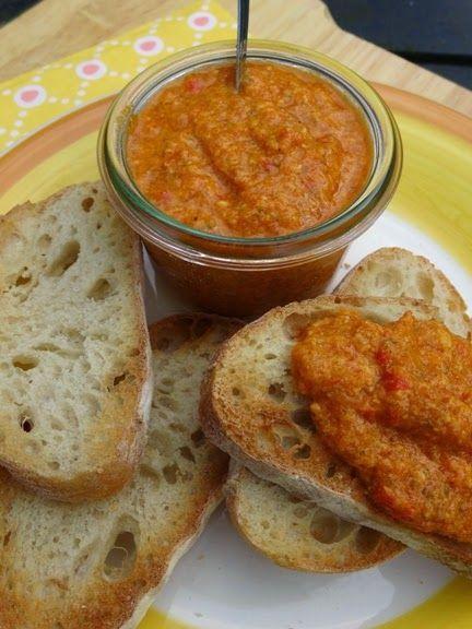 Eetlust!: Dip van paprika olijven kappertjes en Parmezaanse kaas
