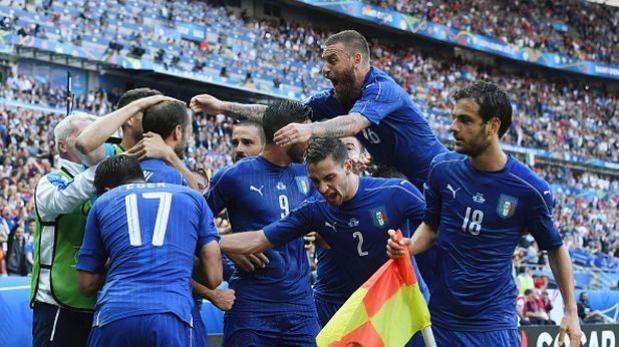 Italia eliminó a una desdibujada España 2-0 en octavos de la Eurocopa.