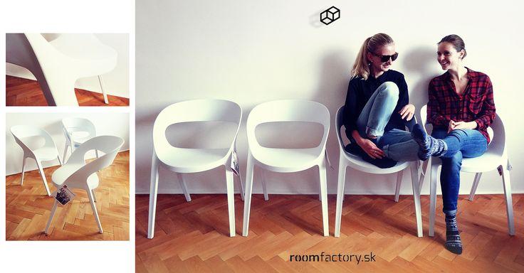 Kvalitné dizajnové stoličky od španielského výrobcu sú bez akýchkoľvek spojov a vynikajú svojou pohodlnosťou.