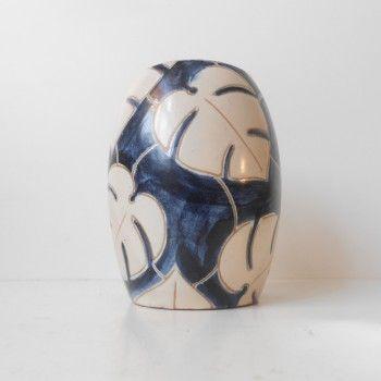 Early danish modern stoneware vase by Agnethe Sorensen for Eslau:  http://retro-design.dk/butik/sjaelden-blaahvid-eslau-vase-1940erne/