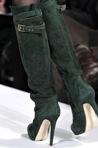 Oscar de la Renta RTW F/W 2011. Sexy St. Patrick's Day outfit inspiration. | luxuryshoeclub.com