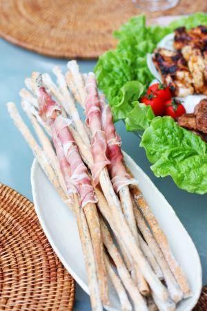 vivianに学ぶ季節のパンとお菓子「香ばし胡麻グリッシーニ」   お菓子・パンのレシピや作り方【corecle*コレクル】