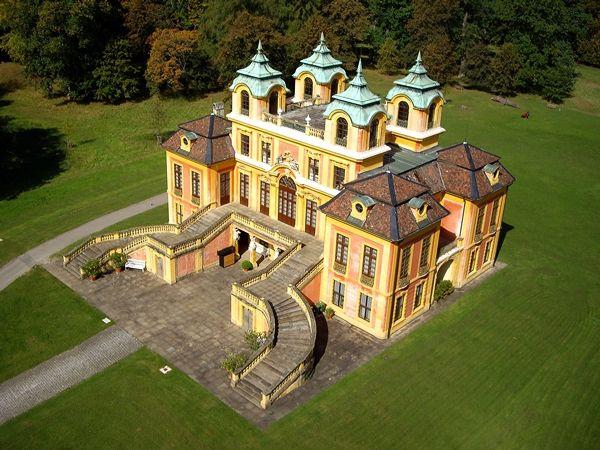 Schloss Ludwigsburg bei Stuttgart. Im Park/ Wald drum herum sind viele Rehe. Sehr zahm. Man kommt ihnen sehr nahe. Repinned by www.parkett-direkt.net
