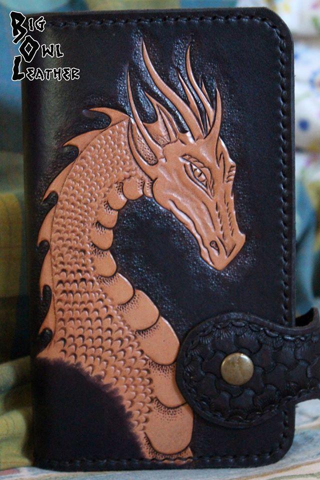 """""""Dracon"""" Long Wallet / portafoglio lungo con drago cesellato, dipinto, invecchiato ed ingrassato."""