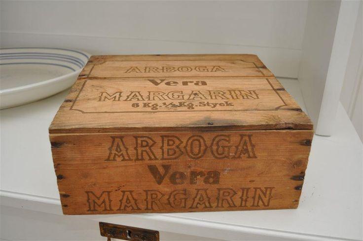 Trälåda, Arborga Vera margarin. Shabby chic, lantlig,26x28x12cm ca på