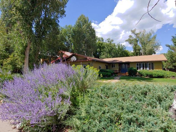 209 W 26th St Durango Co 81301 Zillow Renting A House Zillow House Styles