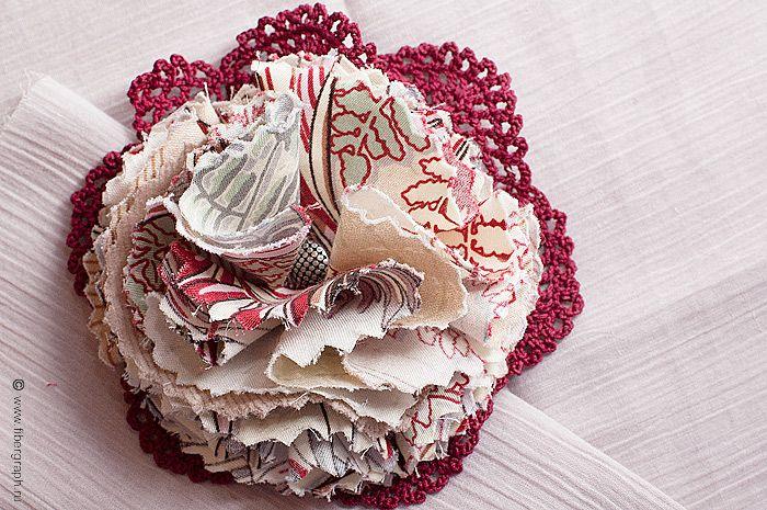 Broche with crochet lace.  #fibergraph #broche #crochet #accessory  #handmade