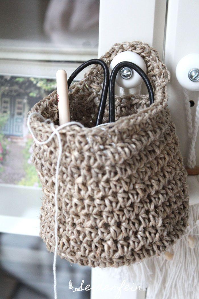 seidenfeins Dekoblog: Häkelkörbchen aus Paketschnur * mini Tutorial * crochet a little hanging basket out of hemp string