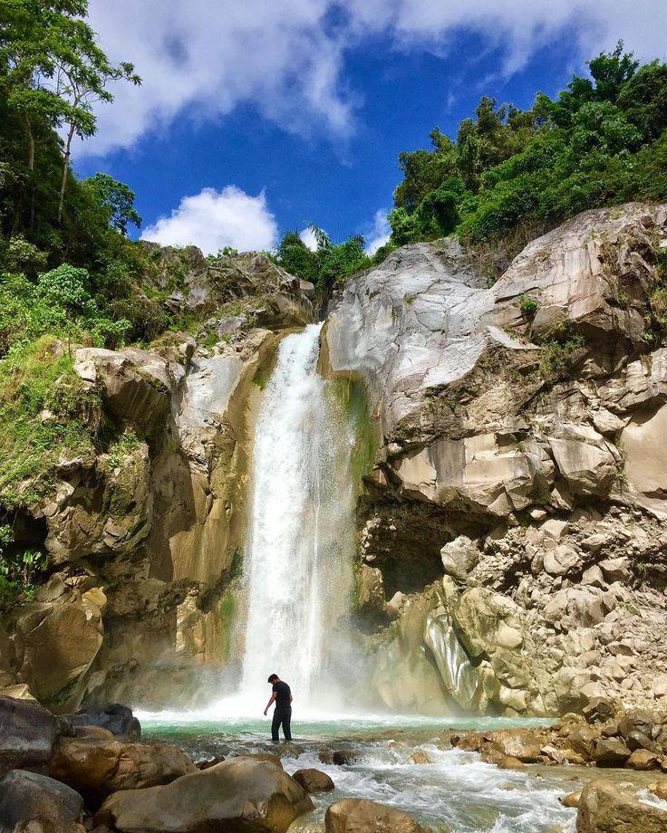 Air Terjun Mangku Sakti merupakan salah satu objek wisata yang wajib Dolaners kunjungi ketika sedang berada di Pulau Lombok. Meski masih jarang dikunjungi namun keindahan yang dimiliki Air Terjun Mangku Sakti tak bisa diragukan lagi. Terletak di Desa Sajang, Lombok Timur, untuk menuju ke air terjun mempesona ini Dolaners harus menempuh total 5 jam perjalanan dari pusat kota Lombok dan kemudian dilanjutkan dengan soft trekking untuk sampai ke air terjun. [Photo by…