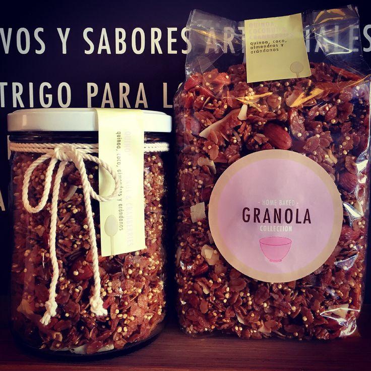 Quinoa, Peach, Coconut & Cranberry Granola: horneada artesanalmente con avena orgánica, quinoa, duraznos deshidratados, coco en escama y almendras, sin azúcar, endulzada con miel de abejas pura. Comprala en www.homebaked.com.co