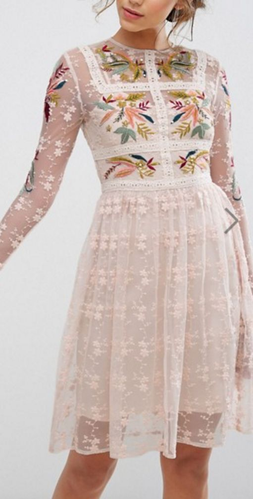 Such a pretty dress! I love the little details and the cut!
