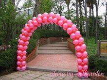 Livraison gratuite ballon arche en plastique dur Arches = deux sit bas + 10 section rod ( inclure 50 pcs de anneau )(China (Mainland))