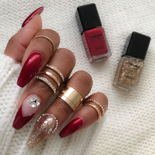Ready for the holidays with @zaporaofficial #naillacquer in 'Holiday' and 'Royalty' ❤