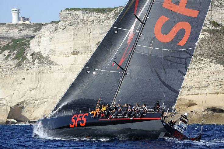 Dünya turu şampiyonu ünlü yelkenci Lionel Pean'in yönettiği VOR 70 /SFS II teknesi Turkcell Platinum için İstanbul'da