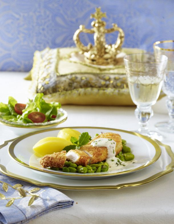 Unser beliebtes Rezept für Panierte Hähnchenfilets in Minz-Cremesoße mit dicken Bohnen und Salat (royales Dinner) und mehr als 55.000 weitere kostenlose Rezepte auf LECKER.de.
