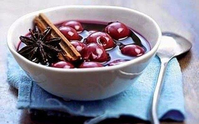 Pensando alle amarene ci vengono subito in mente marmellate, gelati, frutta candita e dolci. #zuppadiamarene #ricette