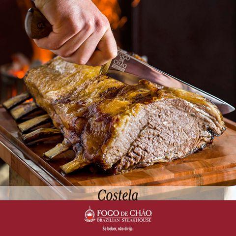 A Costela Fogo de Chão é uma carne que transborda sabor, textura e maciez. Esse corte é preparado e assado no melhor jeito gaúcho de fazer churrasco, por isso transborda sabores. Não passe vontade, venha até o Fogo de Chão e desfrute o prazer absoluto do melhor churrasco gaúcho. Faça sua reserva: http://midi.as/reservasband #fogodechãovilaolímpia #churrasco