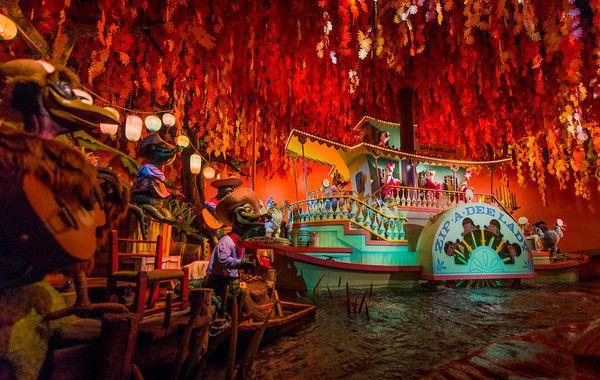 Best Tokyo Disneyland Attractions & Ride Guide - Disney Tourist Blog