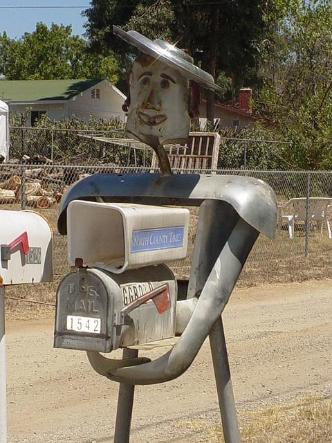Robot Mailbox in Ramona