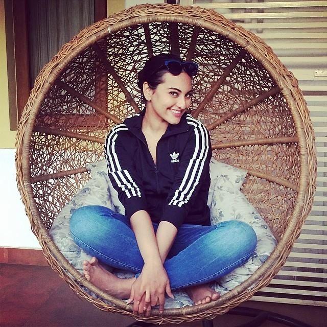 #indian # india # desi # mumbai #sonakshisinha #bollywood #sona #bollywood #bollybreak #myfashionspotter #bnbfashionworld #denim # bluejeans #casuals #adidas #smile #home