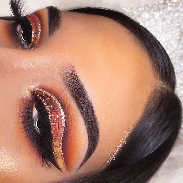 This Picture Is Just Goals We Are Always Looking For New Eyeshadow Looks And Tutorials For Eye Makeup Eyeshadow Makeup Eyeshadow Palette Glitter Makeup Looks