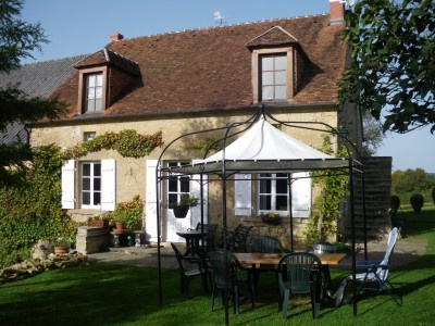 Set in over 1 hectare of land comprising of; beautifully maintained gardens; large meadow; orchard; and woodland, this beautiful property is situated right in the heart of the Burgundy countryside just minutes away from the Morvan National Park. #France #house
