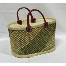 Fair Trade Basket handcrafted of grass and raffia palmleaves, lined with nature white cotton fabric. #fairtrade #sustainabel