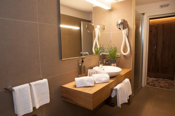 I nostri bagni sono pensati per non far mancare niente al vostro soggiorno, colori e materiali sono stati scelti con cura e vogliono regalare al vostro soggiorno un plus in piu