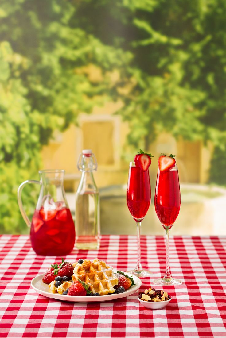 The Perfect Strawberry Mimosa. Get the recipe on DAVIDsTEA Steep Thoughts.
